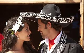 Hrithik thought that the hat would discreetly draw attention away from his thumb