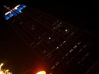 This is exactly what the Empire State Building looks like from the terrace of the Mé Bar. Why aren't you there?