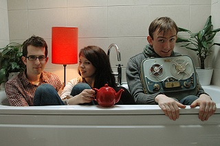 Bathtub, teapot, inappropriately positioned tape deck: how many other quirky band signifiers can *you* spot in this picture of Zoey Van Goey?