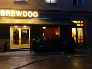 BrewDog Södermalm, with actual dog on the right hand side (photo by The BBG)