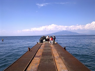 Another, less seafood-heavy view of Sorrento. Yes, everything really *is* that colour.