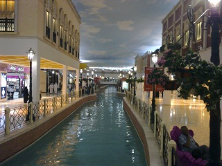 Just in case it's not clear, this is an indoor shopping mall with clouds painted on the ceiling and a Venetian canal running through it. Got that? Good.