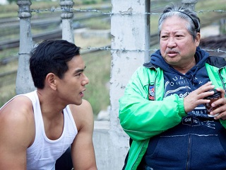 Wandering adventurer Eddie Peng and action director Sammo Hung. According to the Yahoo! News page I, um, borrowed this picture from, Sammo made Eddie do 53 takes of one particular stunt until he got it right. He's like the David Fincher of flying kicks to the head, if you will.