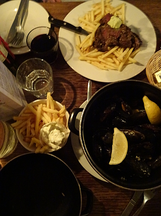 Steak, chips, moules frites, red wine - possibly a meal we associate with Edinburgh more than any other...